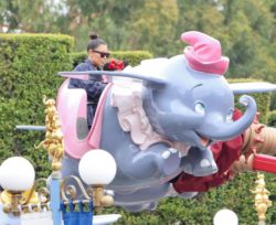 Imagen de Kim Kardashian con elefantes